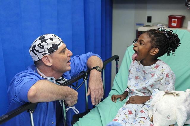 holčička a lékař
